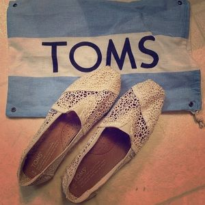 TOMS Ladies Size 6 Slip On Crochet Shoes in Lace